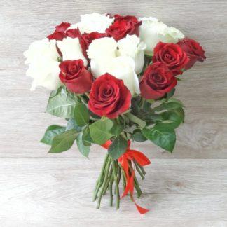 25 krasno belih 3 324x324 - Оплатить букет цветов на сайте