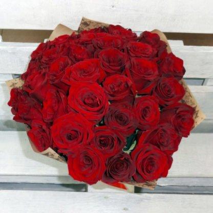35 красных роз Эксплоуэр