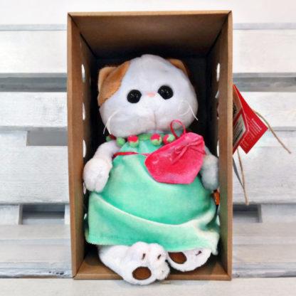 Ли Ли в мятном платье с розовой сумкой