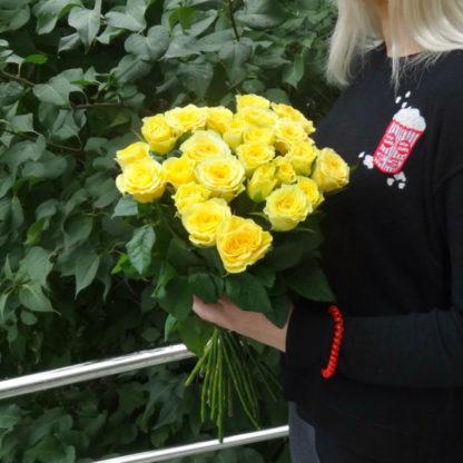 Купить 25 жёлтых роз в Челябинске дешево