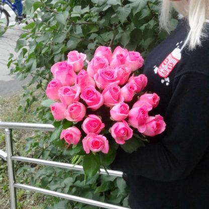 Купить 25 розовых роз в Челябинске дешево