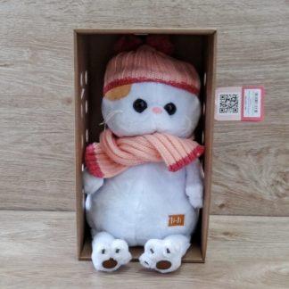 Лили Бэби в шапке с шарфом