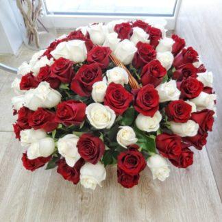 101 krasno belaya roza v korzine 6 324x324 - Доставка цветов в Челябинске за 60 минут