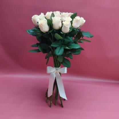 15 кремовых роз