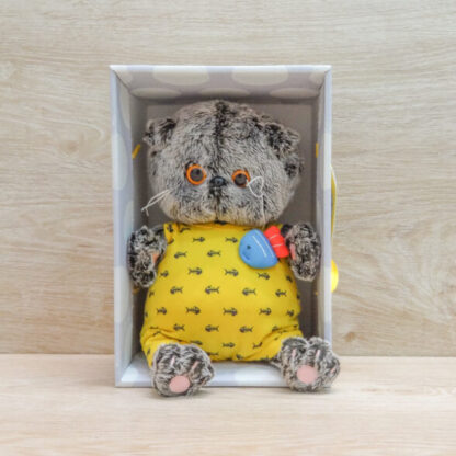 Кот Басик в желтом комбинезоне