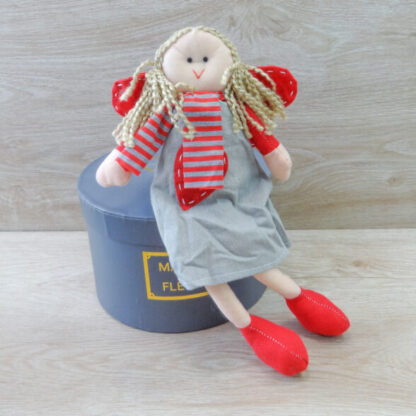 Девочка ручной работы в красном платье