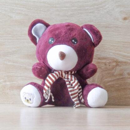 Мишка в полосатом шарфе